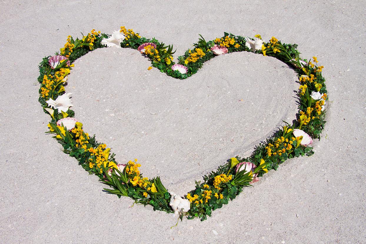 Yellow Gold Heart Wreath Altar