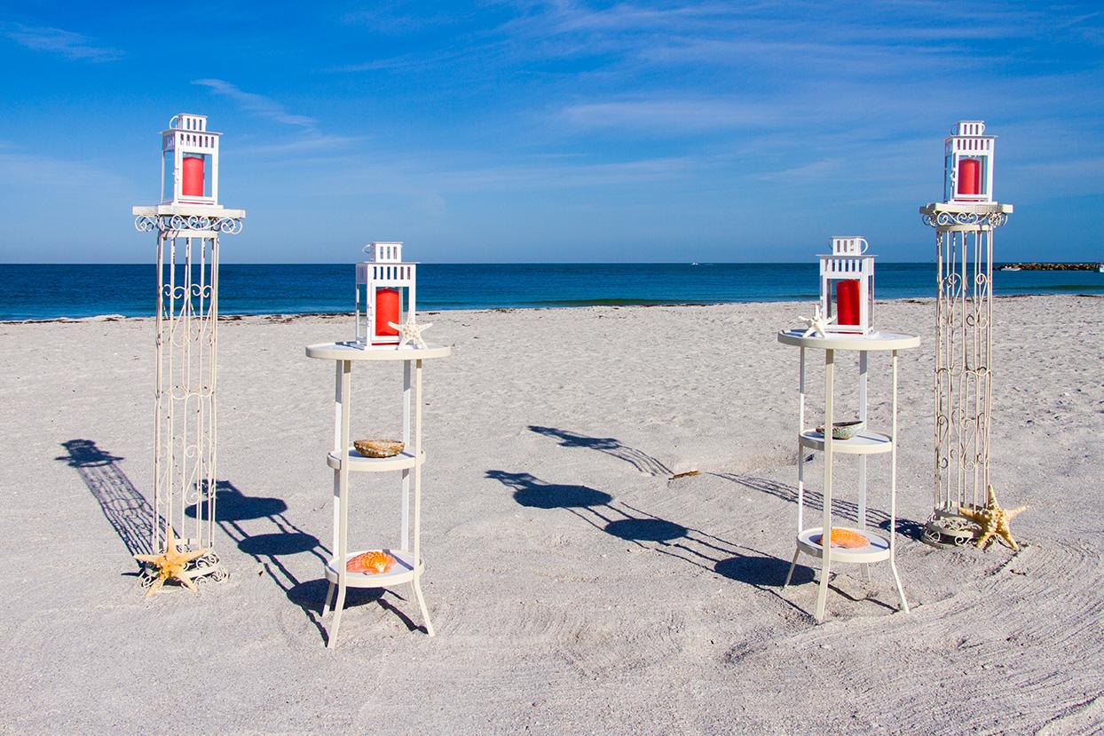mnm-columns-w-pedestals-lanterns-white-w-coral-candles