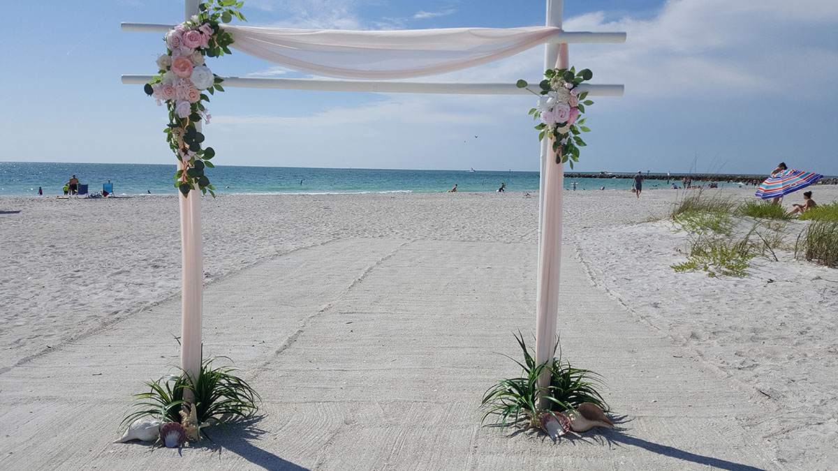 Serendipity-White-Arch-with-blush-and-pink-elements